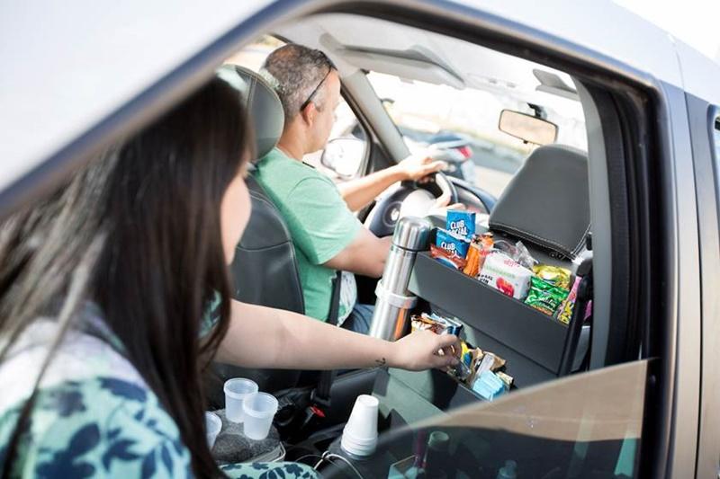 O motorista de Uber Genilson está conquistando os brasilienses com um carro cheio de mimos!
