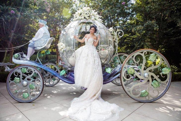 Esse casal queria um casamento de conto de fadas e escolheu o melhor lugar para realizá-lo