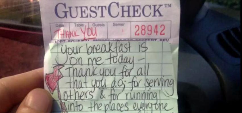 Garçonete paga cafés de bombeiros e descobre que eles arrecadaram 86 mil dólares como agradecimento!