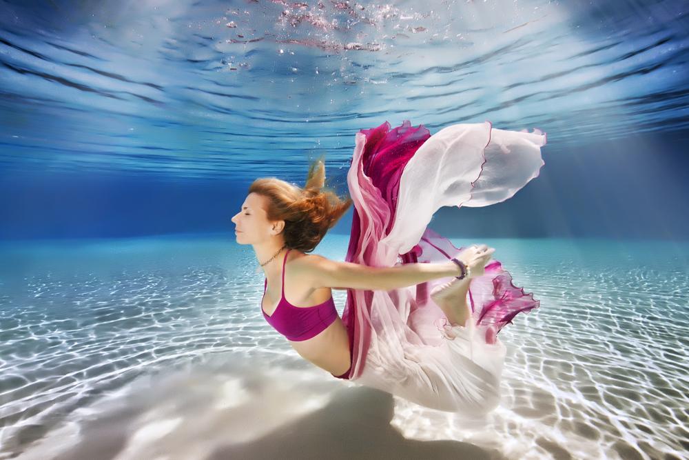 A yoga subaquática está conquistando o mundo e é a nova tendência para o verão