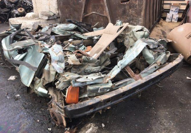 Homem consegue identificar o modelo do carro com apenas uma foto do automóvel completamente destruído
