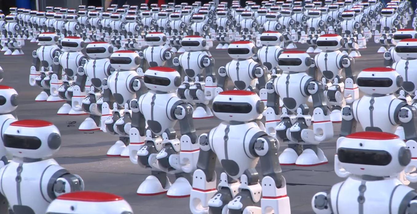 Mais de 1000 robôs se uniram para quebrar um recorde mundial!