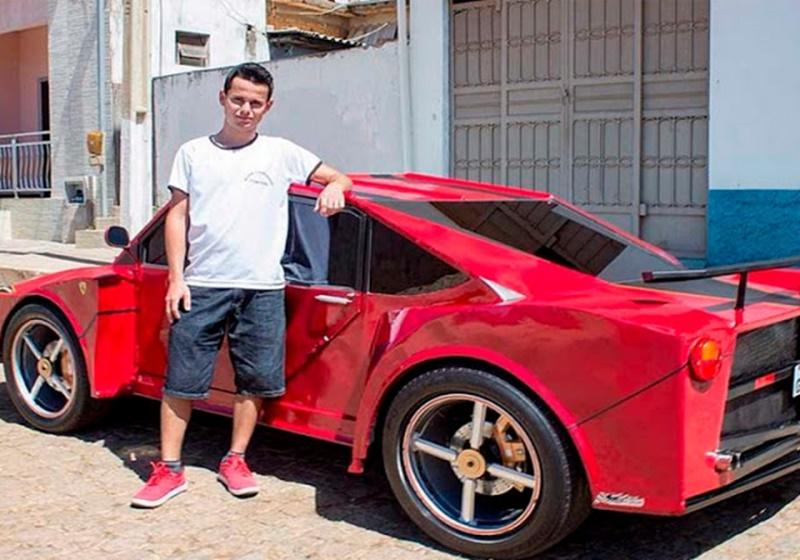 """Esse jovem de 23 anos conseguiu sua própria """"Ferrari"""" por 6 mil reais!"""