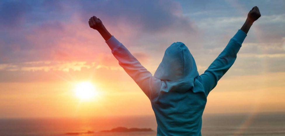 No te rebajes, sigue adelante e intenta de nuevo ser feliz a pesar de todos