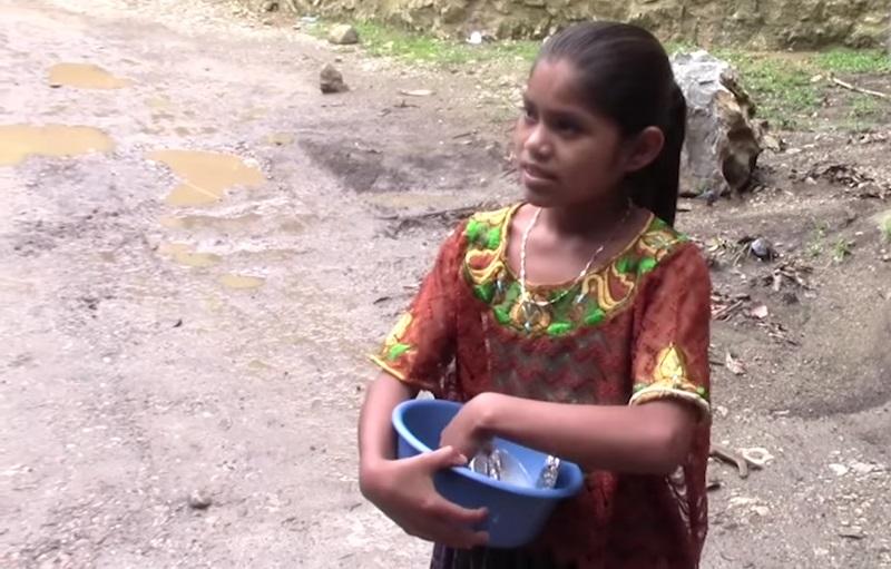 Esta niña de 11 años sabe hablar 8 idiomas ¡y es toda una celebridad!