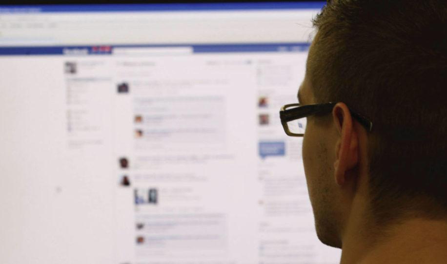 6 cosas que sólo las personas con BAJA AUTOESTIMA presumen en Facebook