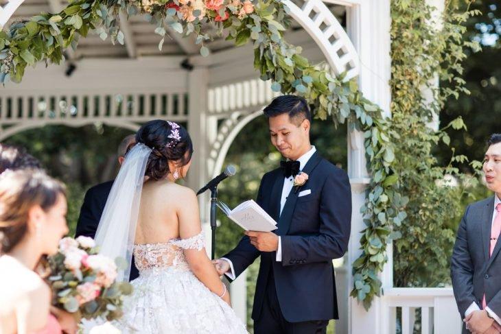 Esse casal queria um casamento de conto de fadas e escolheu o melhor lugar para realizá lo