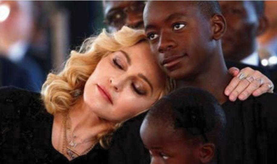 Por primera vez Madonna nos regala una tierna fotografía junto a sus 6 hijos.