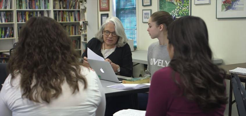 Professora fica famosa por deixar os alunos escolherem o que querem aprender!
