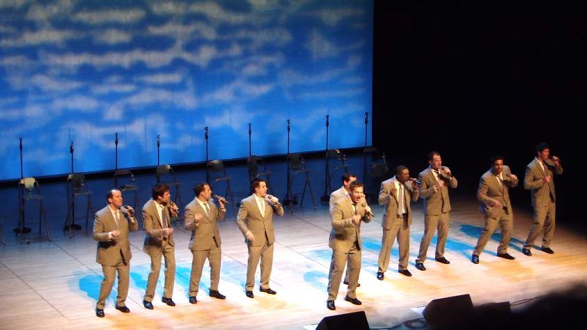 A música é a alma deles: 10 homens encantam a plateia não apenas com sua voz!