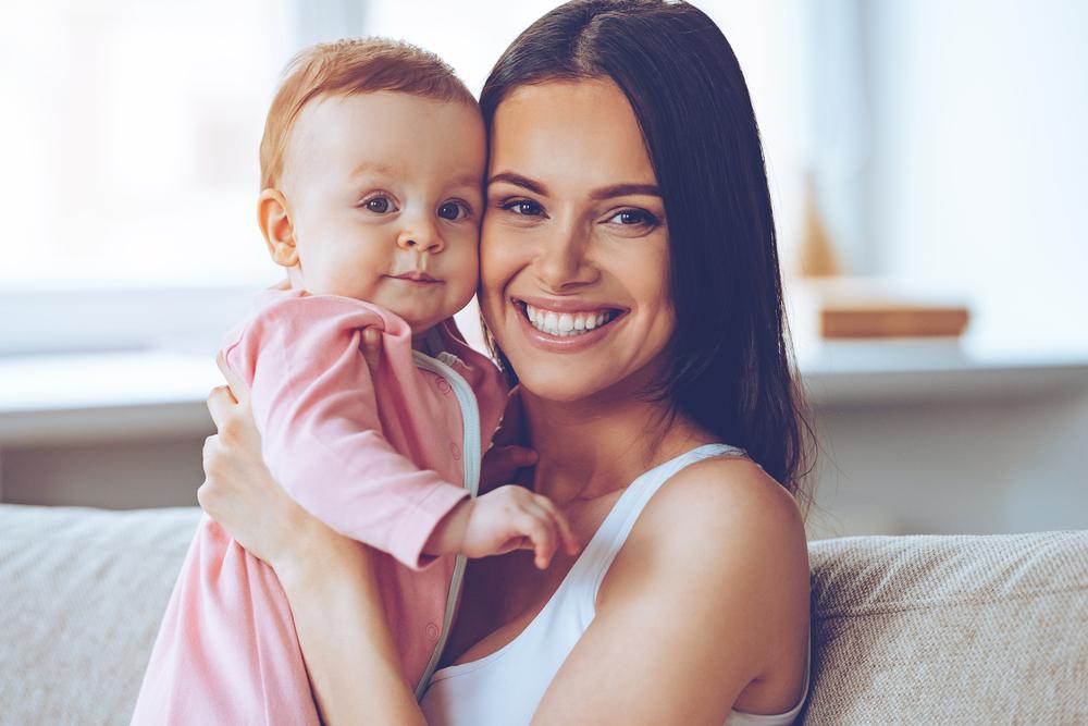 Dar colo para o bebê é gostoso e faz bem para o cérebro