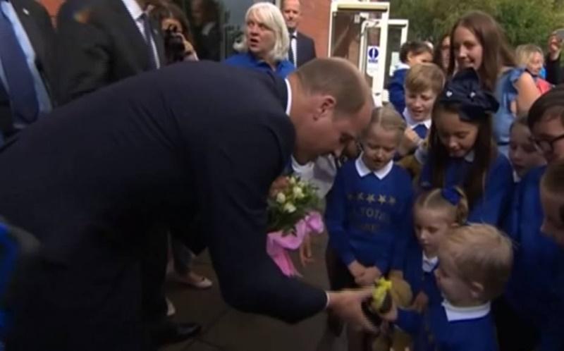 Menino dá presente inusitado para Kate Middleton e o motivo é muito fofo