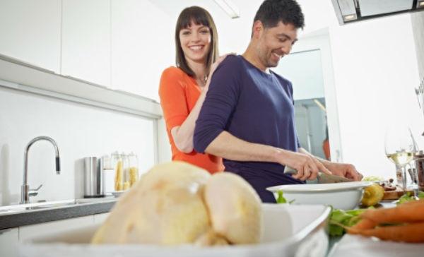 ¿Por qué no debemos lavar el pollo antes de cocinarlo?