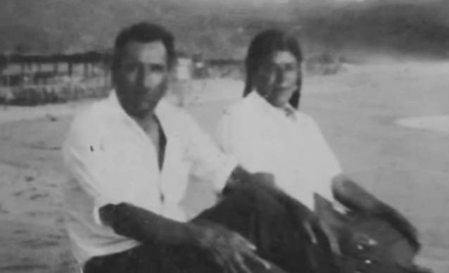 Un hombre que no conocía se la robó a los 16 años. 85 años más tarde, sus nietos descubren el secreto de su relación