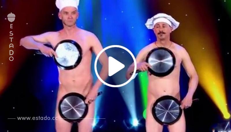 Salieron desnudos al escenario y cuando levantaron las manos, ¡el público se volvió loco!