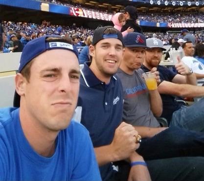 Estos 4 hombres mandan un selfie a sus madres. ¡Pero el selfie que le mandan ellas es mucho mejor!
