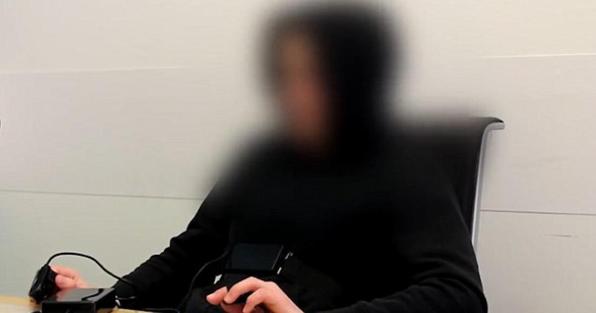 Un hombre que dice haber venido del año 6491 pasa el detector de mentiras con éxito.