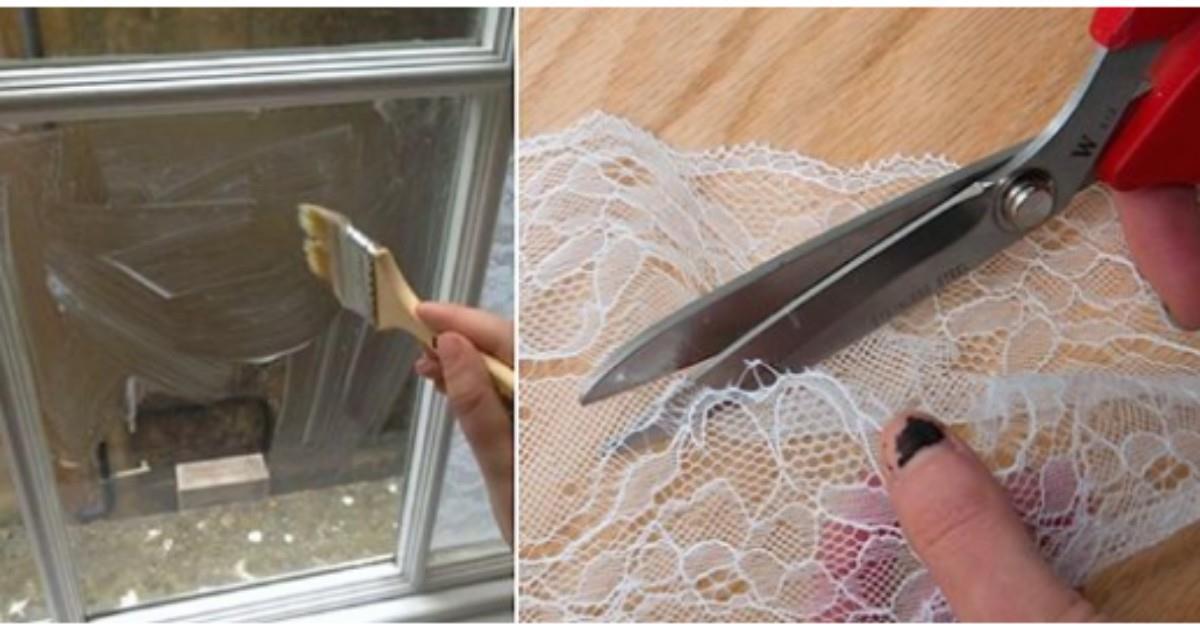 Mujer toma tela de encaje y las pega en sus ventanas con pegamento blanco ¡El resultado es simplemente espectacular!…