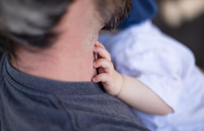 El papel de papá en la lactancia – Mamá Natural