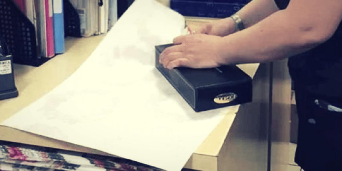 Detente un momento y mira este truco que cambiará la forma en que envuelves regalos y más que viene navidad