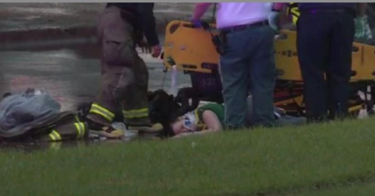Madre salva a su hijo al caer de un puente de 10 metros