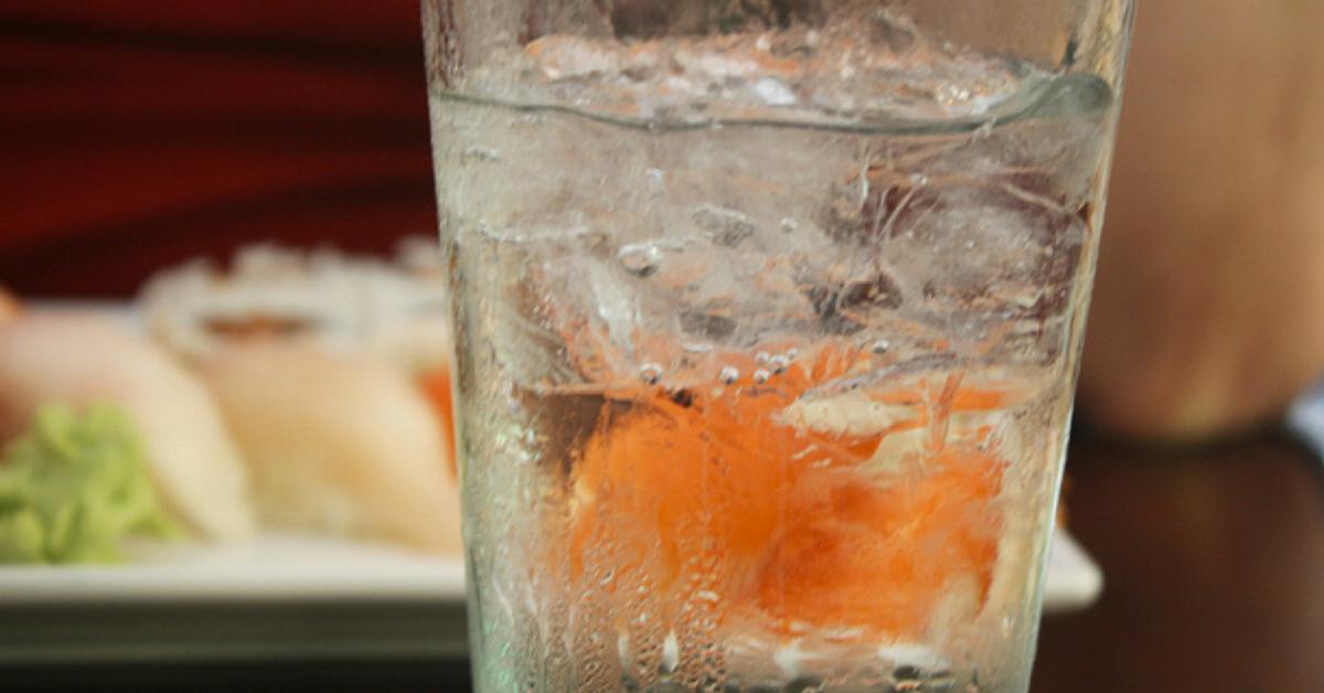 La cura de los 4 vasos de agua para una docena de dolencias