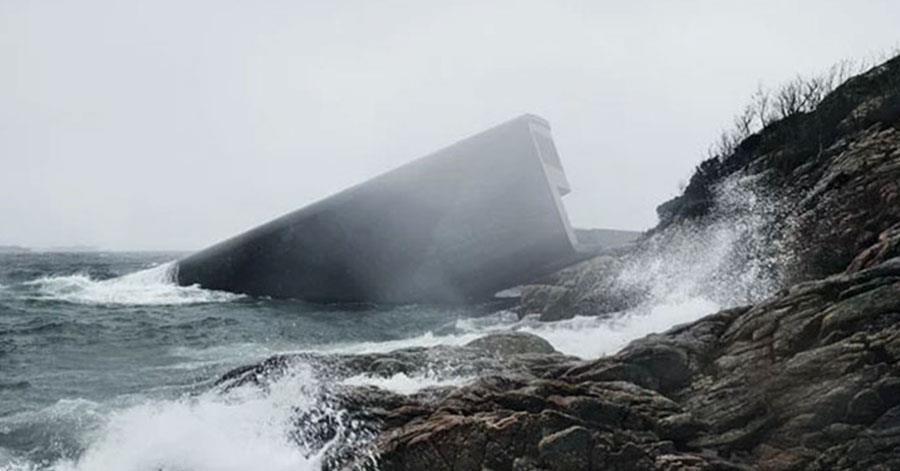Se ha completado en Noruega este restaurante bajo el agua, y parece de otro mundo
