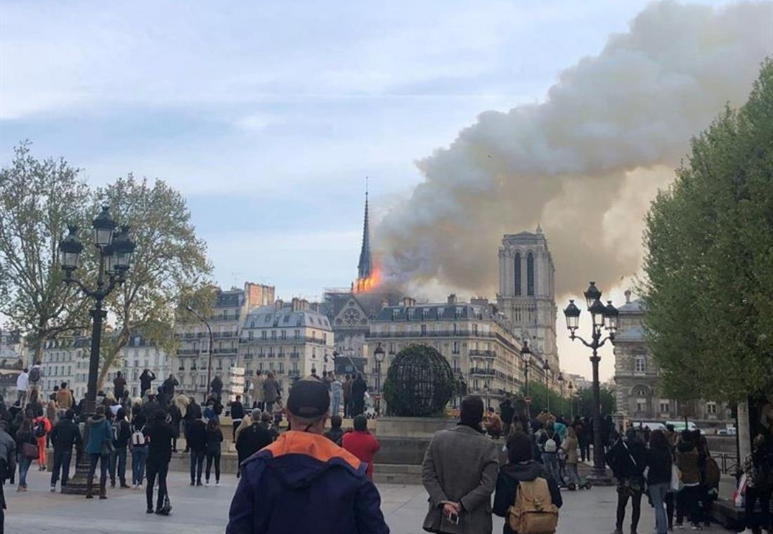 Incendio en la emblemática catedral de Notre Dame de París