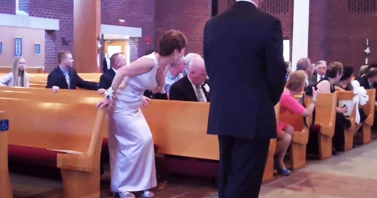 Esta damita de honor no podía caminar. ¡Pero mira como entra al casamiento con estilo!