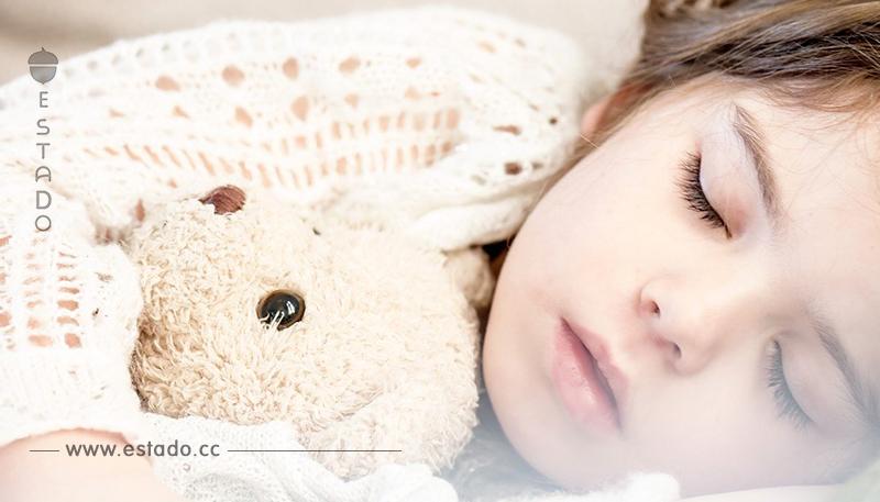 Acostar tarde a los niños no les hace bien – Mamá Natural