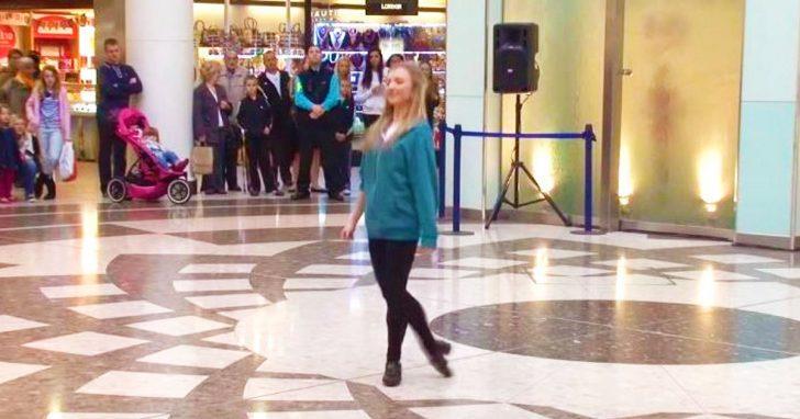 Adolescente baila una jiga irlandesa que hipnotiza a todos, pero entonces su pareja se roba el espectáculo