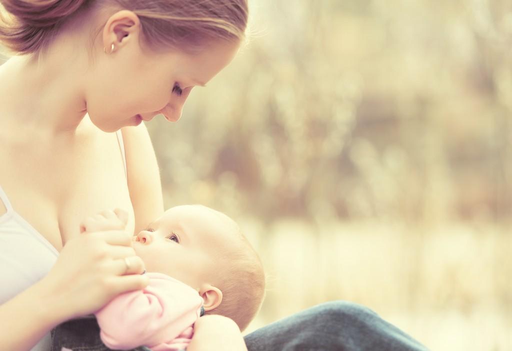 La lactancia revierte los daños neuronales causados por la contaminación – Mamá Natural