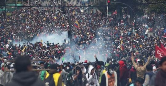 Los indígenas toman la Asamblea Nacional de Ecuador al grito de  ¡Fuera Lenín Moreno!