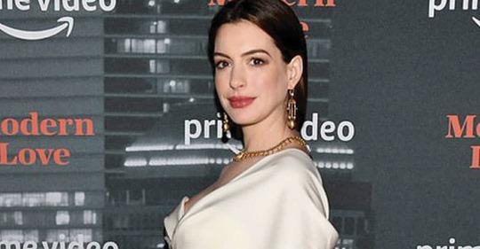 Anne Hathaway enamoró a todos con su look de maternidad en la alfombra roja.