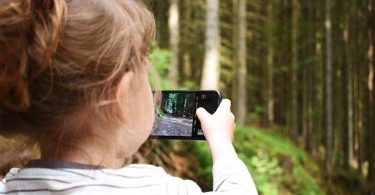 Una niña le gastó una millonada a su mamá mientras jugaba desde su celular