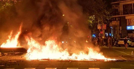 CATALUÑA Caos en Cataluña: protestas, disturbios, hogueras y cargas policiales