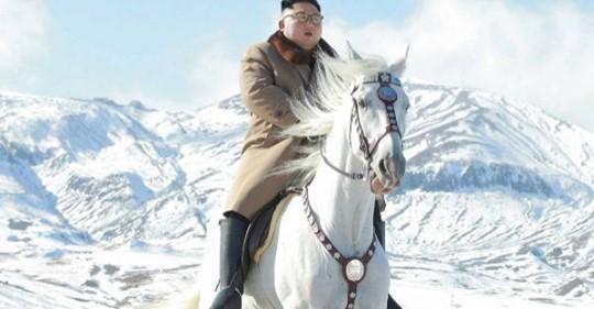 Corea del Norte publica unas fotos ecuestres de Kim Jong un de tono épico