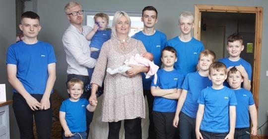 Luego de tener 10 niños seguidos finalmente da a luz a una niña