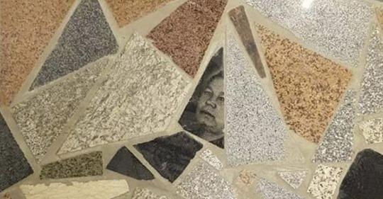 Polémica en un centro comercial por hacer el suelo con lápidas recicladas