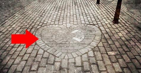 El corazón en el suelo de Edimburgo sobre el que todo el mundo «olvida su saliva» al pasar