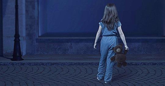 Taxistas encuentran a una niña de 4 años vagando por las calles a las 2:30 de la madrugada