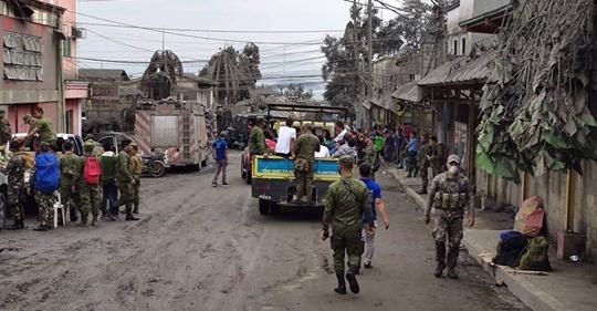 Filipinas: 3 muertos y más de 82.000 evacuados por la erupción del volcán Taal