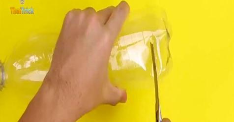 ¿Tiras las botellas de plástico a la basura? Después de conocer estos trucos seguro que no