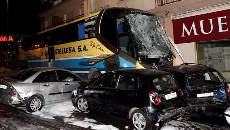 El padre de los niños fallecidos en el accidente de Estella (Navarra) se bajó del autobús en la parada anterior