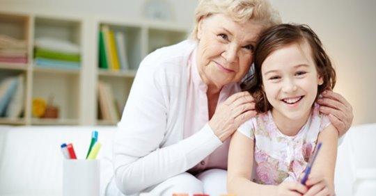 Estudio: los niños necesitan de sus 'abuelitas' para lograr crecer felices