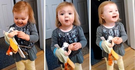 Papá le pide a su hijita que cante  Old MacDonald, pero ella hizo su propia versión