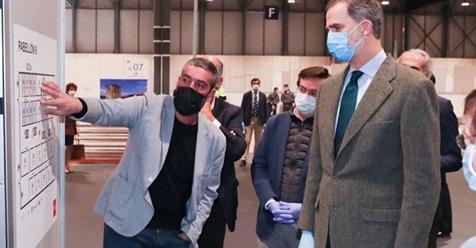 El Rey Felipe VI visita el hospital de Ifema con mascarilla y guantes: Éste es un lugar de esperanza