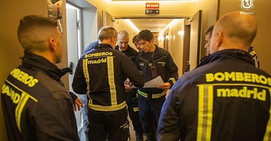 Se disparan los ancianos muertos solos en la pandemia: los bomberos hallan 62 cadáveres en dos meses en Madrid