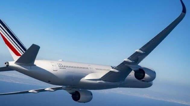 Terrible accidente aéreo: Un avión con casi 100 pasajeros se estrella en Pakistán