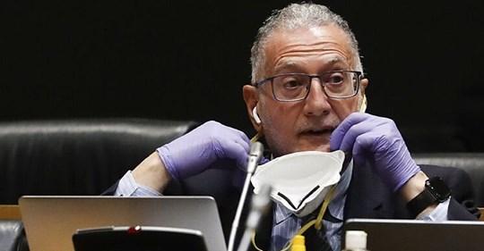 Juan Luis Steegmann, el 'crack' médico de Vox, la pesad Illa del ministro